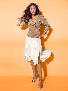 Veste en cuir velours, coupe féminine courte et ajustée