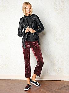 Veste en cuir tendance femme style motard