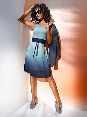 Robe courte amincissante à couleur dégradée bleu ciel