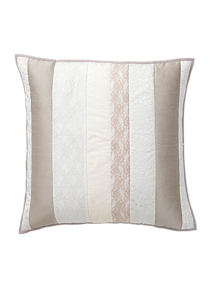 housse de coussin ray e couleur cr me effet patchwork. Black Bedroom Furniture Sets. Home Design Ideas