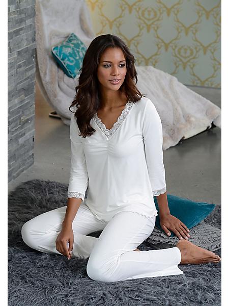 Lascana - Elégant pyjama, LASCANA haut de gamme, avec une fine dentelle au niveau de l'encolure en V