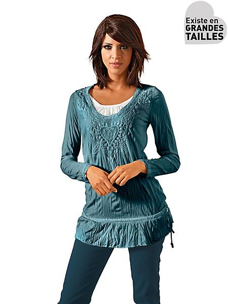 Linea Tesini - T-shirt long brodé, noué à la taille, effet froissé